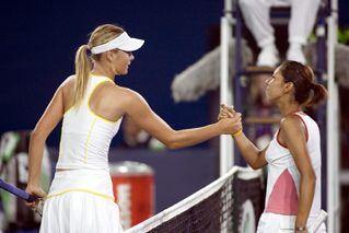 China Open 2005 - Sharapova and Asagoe shake hands