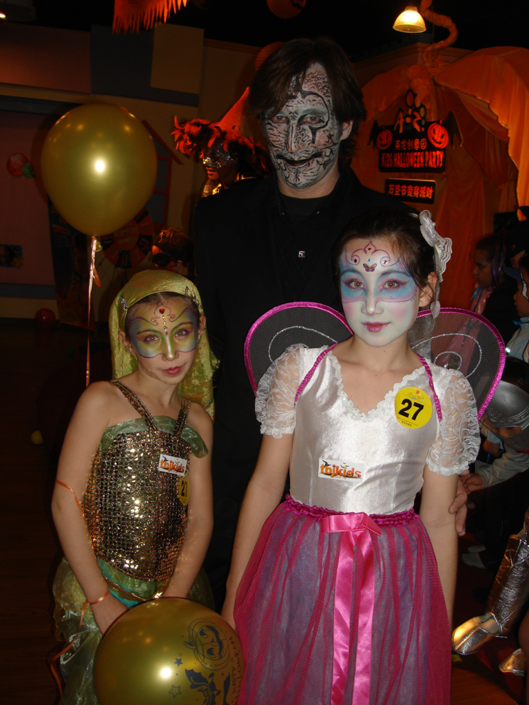 + mOdOk + Blysse and Elyssia on Halloween 2007